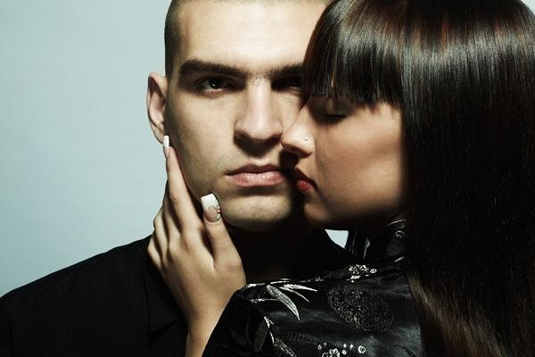 一目惚れの心理を利用して、相手を上手に操る9つの方法