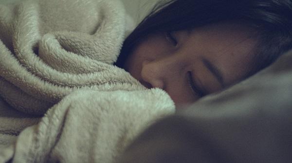 睡眠時のよだれ(唾液)があなたに悪影響を及ぼす9つの理由