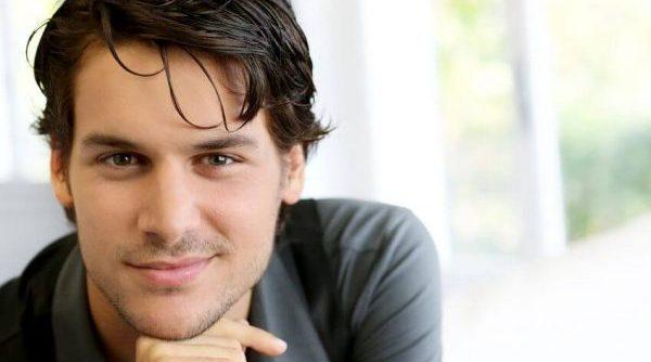 男性心理の裏側にある密かな好意を見抜く9つの方法