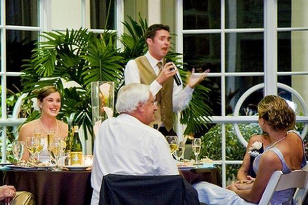 結婚式を盛り上げる友人代表スピーチ、7つの簡単作成法