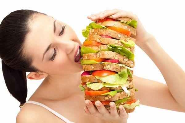 ストレスの過食を放っておくと危険!知らなきゃヤバイ病気とは?