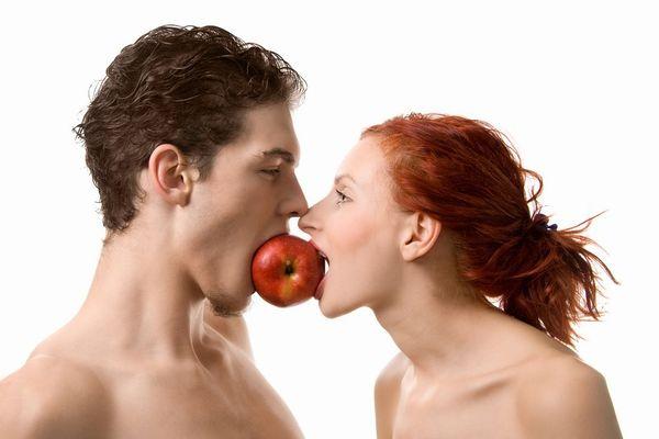 恋愛心理学で学ぼう! 恋人関係を深める7つの視線の使い方