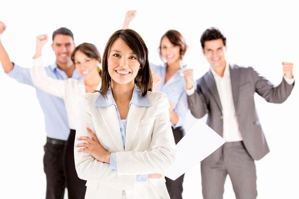 可愛い仕草を使い職場のコミュニケーションを高める隠れ技