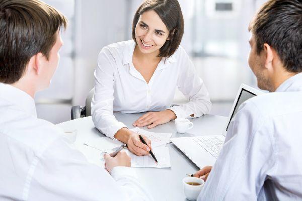アナウンサーの話し方を学び、仕事で大成功する5つの方法