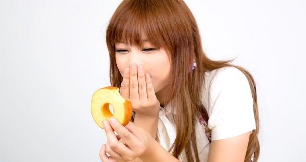 食べ過ぎで腹痛になった時にやってはいけない禁止事項