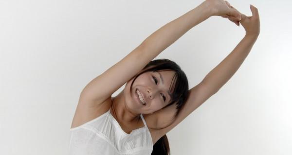 ストレス解消に即効☆机でできるストレッチ5つの体操