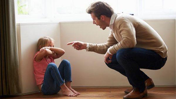 父親が嫌いになる瞬間とは?娘の心理的5つの理由