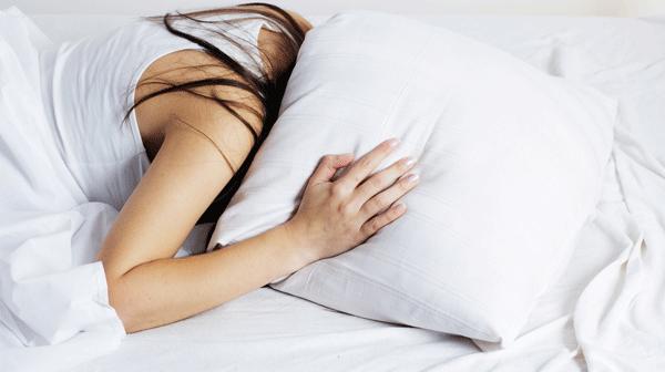 睡眠は大事!寝不足で起こる症状6選