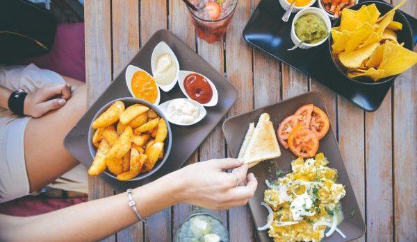 我慢できず食べ過ぎてしまう3つの理由とその対処