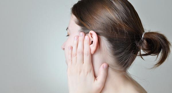 耳の裏が腫れて痛い!可能性のある病気とは?