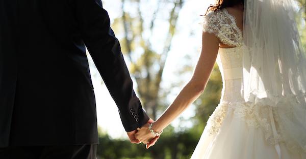 結婚したいなら、彼をその気にさせる6つの方法