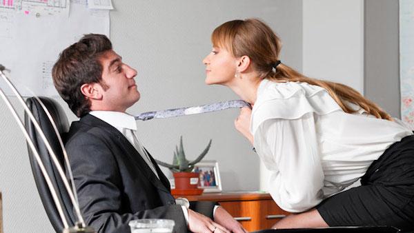 社内不倫を同僚にバレないで続けるコツとは