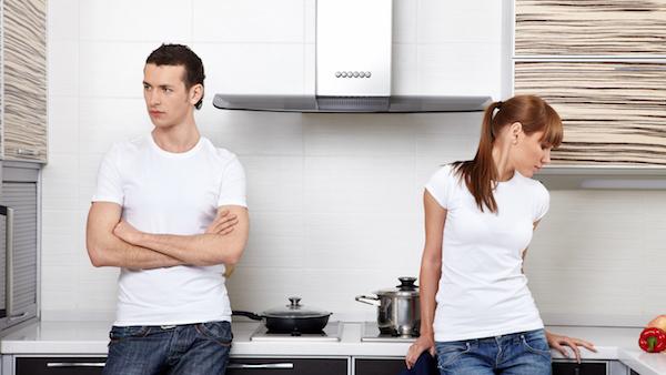 離婚したい夫が妻にとってしまう5つの態度