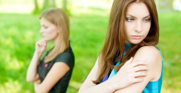 女の嫉妬に注意して友人関係を良好に保つ秘訣