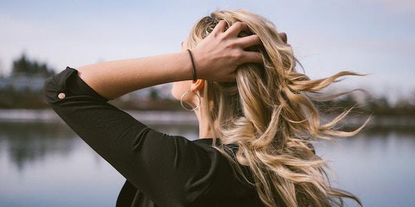シャンプーで抜け毛が増えた場合の原因と予防法
