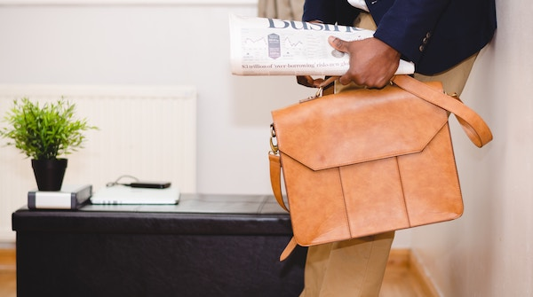 男性ミニマリストのバッグに入っている持ち物とは?