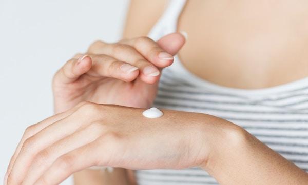 体の中から改善して乾燥肌を治す方法とは